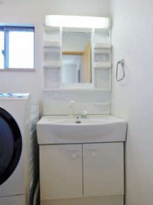 清潔感溢れる洗面化粧台