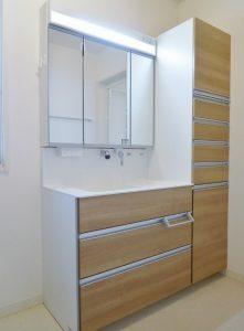 2階洗面化粧台。収納力も魅力です