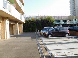 敷地内駐車場空き有り。月額10000円から