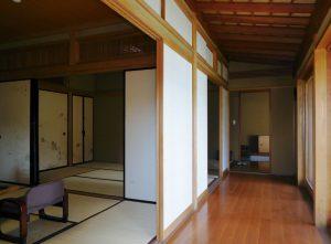 和室の前には広縁がありお庭を望みます。
