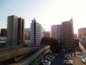 バルコニーからの眺望。遮るものがなく日当り眺望良好です。