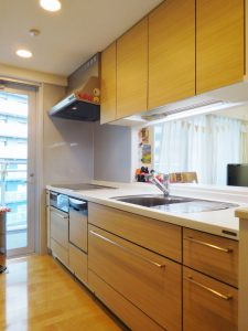 食洗器・浄水器付システムキッチン。IHクッキングヒーター・ディズポーザー付