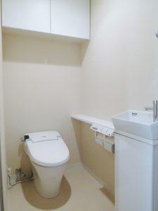タンクレスシャワートイレ・手洗いカウンター付