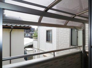 バルコニーには屋根がついているから雨の日でも安心です